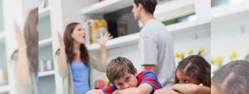 quién debe hacer frente a los gastos escolares en las parejas divorciadas